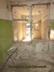 Die Balken in dieser Wand bröckelten sehr stark
