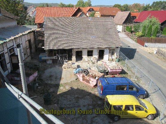 Blick vom Dach auf den Hof