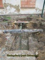 Das grüne Rohr D20cm,sollte den Graben unter dem Haus entwässern???